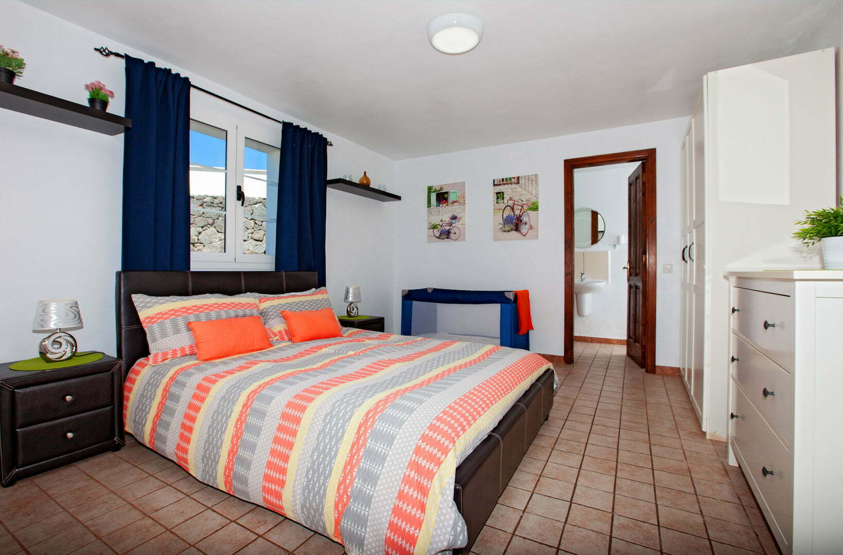 Paraiso - Macher - King Sized Bedroom with Large Double Bed