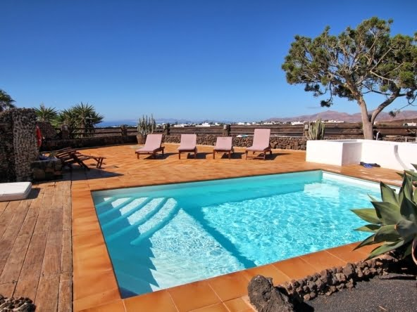 Villa Kura - 3 Bedroom Villa - Puerto del Carmen - Lanzarote - Heated Swimming Pool