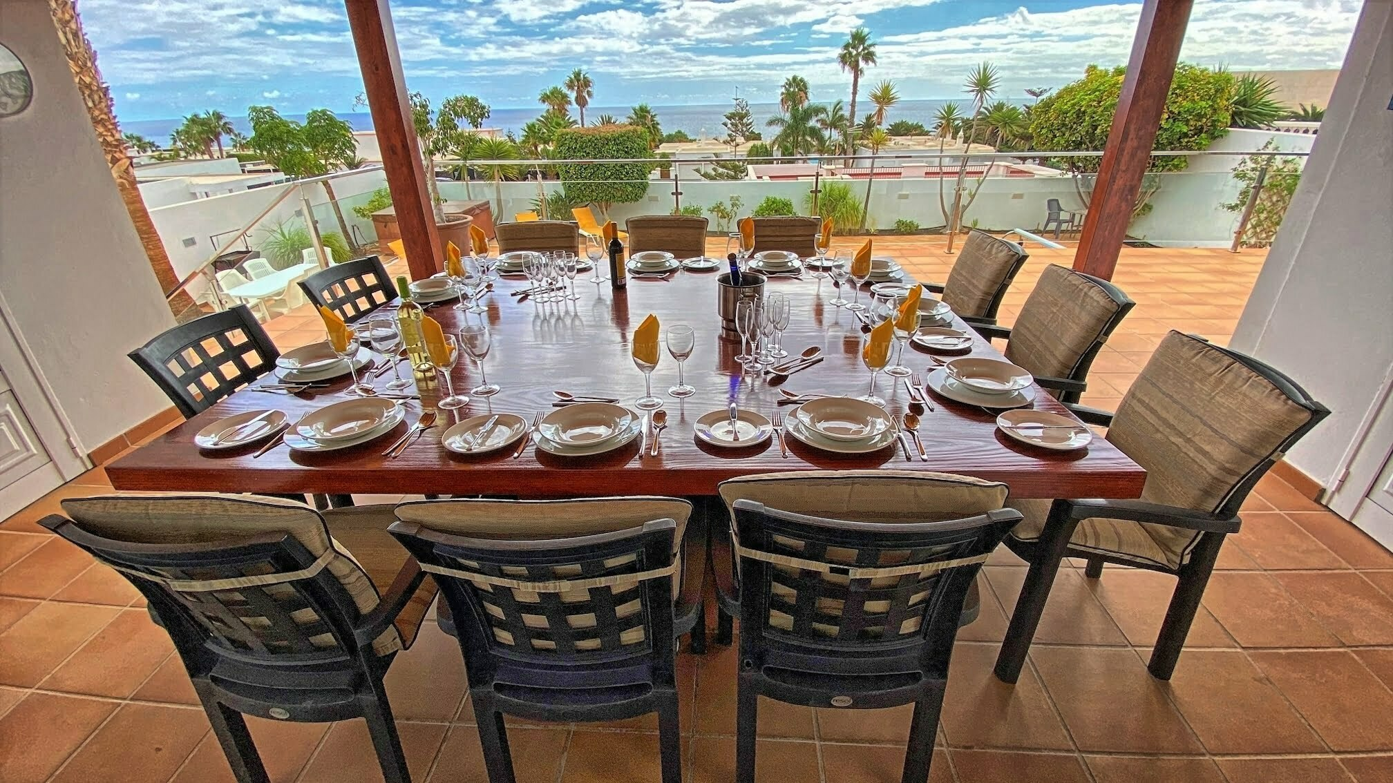 Villa Tiempo - Outside Dining Table With Panoramic Views