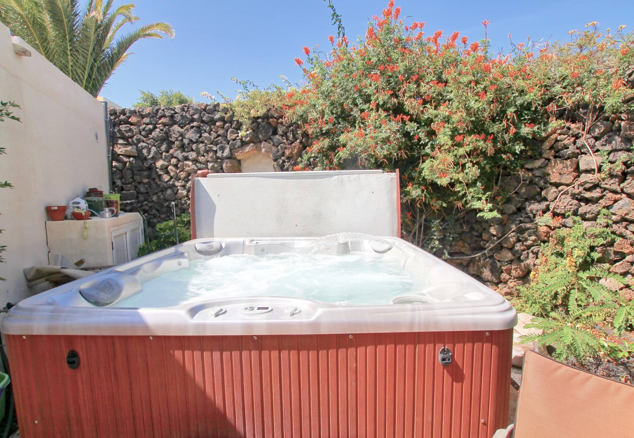 The Lodge - Hot Tub Jacuzzi