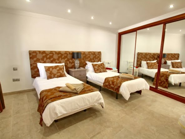 The Lodge - Lanzarote - Twin Bedroom