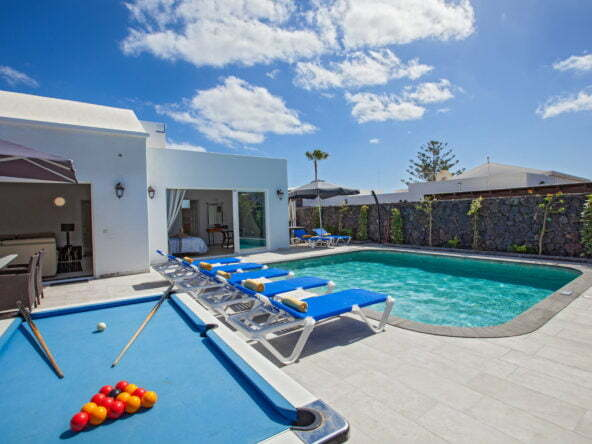 Casa Cristal - Terrace Area With American Pool Table & Sun Loungers - Private Salt Water Pool