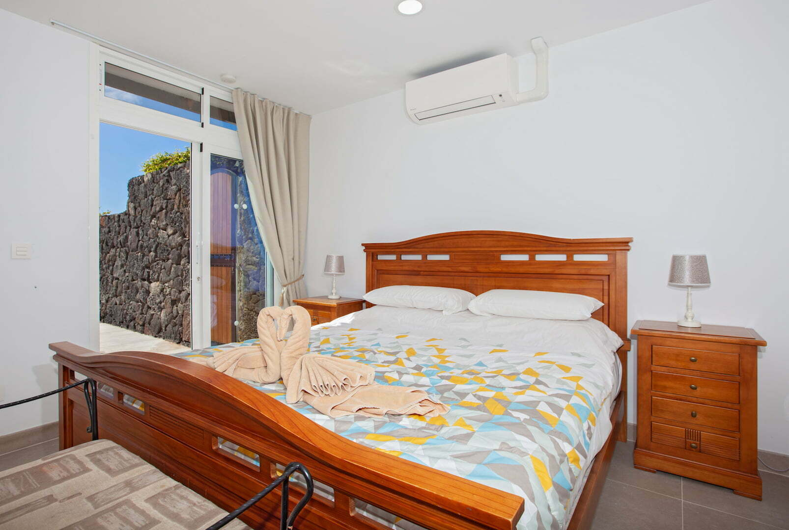Casa Cristal - Double Bedroom - Super King Sized Bed & Shared Bathroom