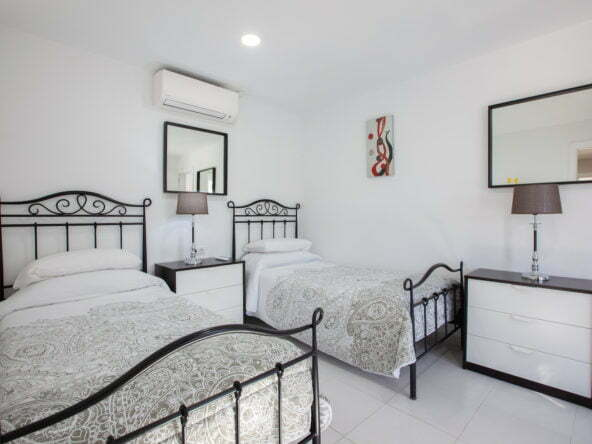 Casa Cristal - Twin Bedroom - Two Large Single Beds