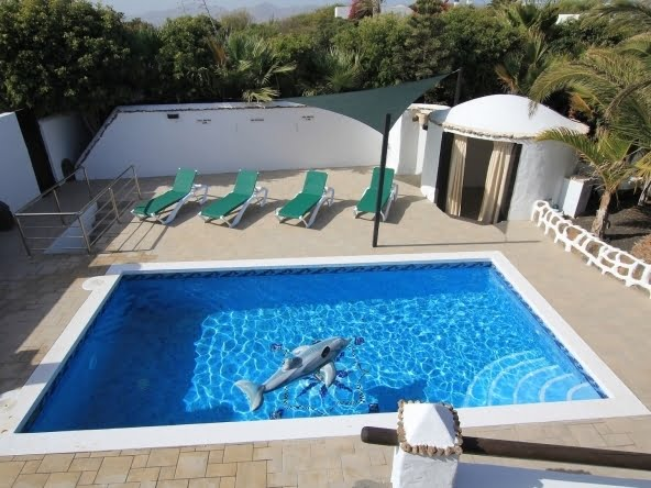 2 Bedroom Luxury Romantic Villa in Lanzarote - Casa Chic -Los Mojones - Swimming Pool and Cabana