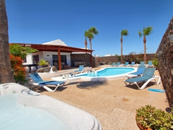 Villa Mayo - Lanzarote - Swimming Pool - Terrace Area