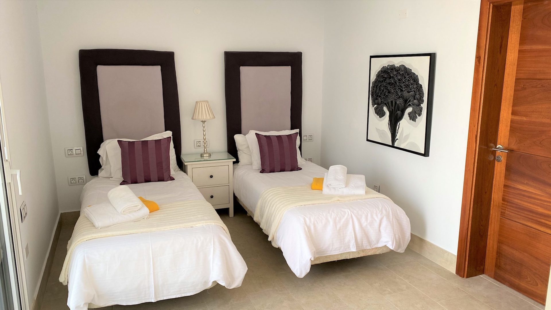 Whispering Palms - Twin Bedroom - 2 single beds